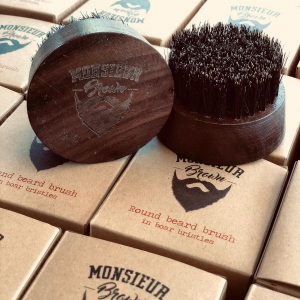 Brosse ronde Made in 🇺🇸 by Monsieur Brown.  Monsieur Brown Usa beard care with the French flair TM.  Produits pour la barbe et cheveux Www.Mrbrown.fr  #modehomme #coiffure #coiffurehomme #barbershop #salon #hipster #hipsterstyle #beard  #barbe #barber💈 #barberia #barbershopconnet #barbestyle #barbeshop #barbeshopp #barbesinctv #barbeshopconect #barbes #tatouage #tatouagehomme #tattoo #hipsterbeard #barberposts #hypster #hypsterstyle #hypsters #tattoomodeling